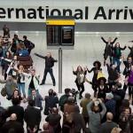 【感動・感激】空港でみんなでステキなサプライズ!