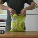 【なるほど!】クリップなしでお菓子の袋を閉じる方法!