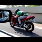 Honda CBR 600 RR vs BMW 740i [1080p] 【ホンダ・BMW】