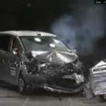 自動車アセスメント試験(ホンダフリードの衝突実験)