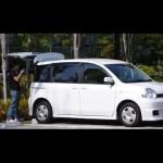 トヨタ・シエンタ:ママも喜ぶ室内空間をバイト君が解説 Toyota Sienta small mini-bus