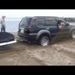 エクストレイルNT30 スタック中・・・ Car Sand Stuck Xtrail