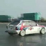 WRCの覇者「ランチア・デルタ」が爆走!