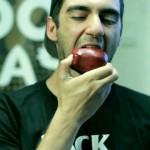 【ええ!そこまで食べる!】正しいりんごの食べ方!