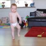 【かわいい!】1歳5ヶ月の赤ちゃんがラテン系の音楽でキレッキレのかわいいダンス!