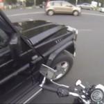 【過激におしおき!ポイ捨て禁止!】バイクで街をパトロールするお姉さん!