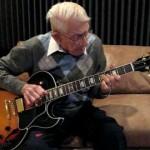 【年齢は関係ない!】92歳でロックギターを弾くおじいちゃん!