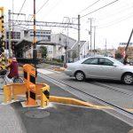 【世界が驚いた!】日本の線路の踏切前の光景!