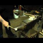 【裏技?職人技!】トンカチと鉄で火をつける方法!