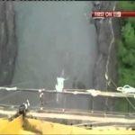 【やっぱり危険!】美女のエリンさんがバンジージャンプでロープが切れてワニの群がる水中へ落ちた瞬間!