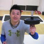【裏技の筋トレの方法でキレッキレ!】1日1分だけの腹筋ローラーを使ってお腹を引き締める正しいやり方!