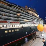 【巨大で美しい!】大型豪華客船クイーンエリザベス号が神戸港に入港!