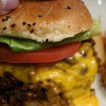 【トランプ大統領が食べたハンバーガーのお店】マンチズバーガーシャックのブットジョロキアチリチーズバーガー!